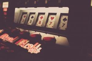 how to play progressive slots